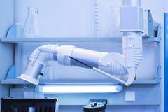 现代医学实验室设备 机器人手 库存图片