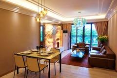 现代客厅和饭厅 免版税库存照片