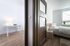 现代室内设计卧室和客厅 免版税库存图片
