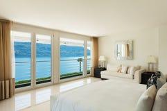 现代室内设计,卧室 免版税库存图片