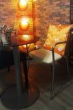 现代家具在咖啡店 图库摄影