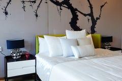 现代家庭卧室 免版税图库摄影