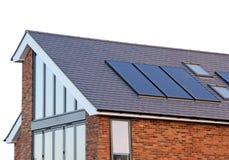现代家庭太阳电池板 免版税库存照片