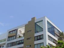 现代居民住房上面在圣Isidro,利马 免版税库存照片