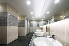 现代干净的洗手间 免版税库存照片