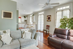 现代开放概念公寓或房子 免版税图库摄影