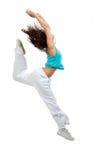 现代微小的节律唱诵的音乐样式舞蹈家十几岁的女孩跳跃的跳舞 免版税库存图片