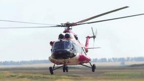 现代紧急医学直升机在机场离开 免版税图库摄影