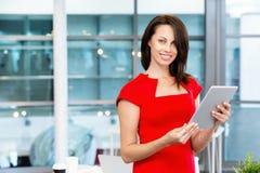 现代成功的女商人 免版税库存照片