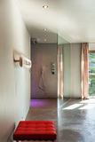 现代房子,内部,卫生间 免版税库存照片