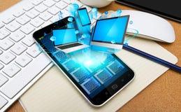 现代手机连接的技术设备 免版税库存图片