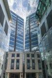 现代摩天大楼向上看法在伦敦市 免版税库存照片