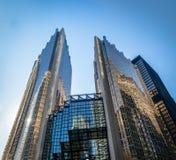 现代摩天大楼在街市多伦多,安大略,加拿大财政区  免版税库存图片