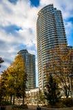 现代摩天大楼在街市多伦多-多伦多,安大略,加拿大财政区  免版税库存照片