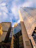 现代摩天大楼在街市多伦多-安大略,加拿大财政区  免版税图库摄影