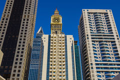 现代摩天大楼,回教族长zayed路 免版税库存图片