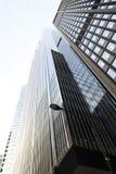 现代摩天大楼 看法的底部 芝加哥 有风城市 免版税库存照片