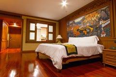 现代旅馆卧室 库存照片