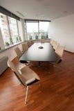 现代明亮的会议室-办公室 免版税库存照片