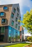 现代木和玻璃公寓 免版税库存图片