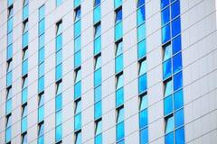 现代未来派企业大厦在城市 免版税库存图片