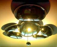 现代枝形吊灯以金属小滴的形式 图库摄影