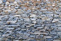 现代样式设计装饰破裂的真正的石墙表面 库存照片