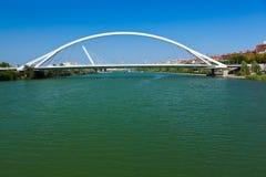 现代桥梁在塞维利亚西班牙 免版税库存图片