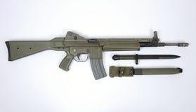 现代攻击步枪西班牙CETME L和刺刀 图库摄影