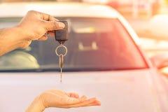 给现代汽车的印地安人锁上准备好租务-概念  库存图片