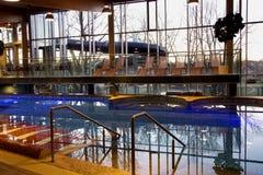 现代游泳池 免版税库存照片