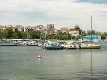 现代游艇和小船 免版税图库摄影