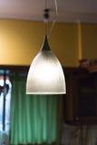 现代灯在厨房里 免版税库存照片