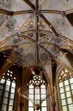 现代照明设备在古典教堂里 免版税库存照片