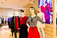 现代购物中心内部 免版税库存图片