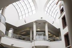 现代购物中心场面 免版税库存图片