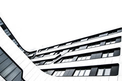 现代玻璃和金属大厦在城市 免版税库存图片