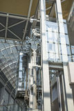 现代玻璃推力 库存照片