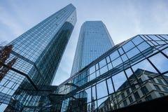 现代玻璃建筑学在法兰克福,德国 免版税库存图片