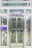 现代电梯 免版税库存照片