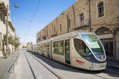 现代电车在耶路撒冷以色列 免版税库存图片