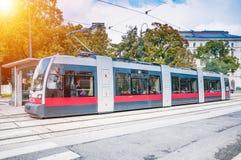 现代电车在维也纳,奥地利 维也纳电车网络是在最大中在世界上 库存图片