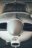 现代白色超轻型的体育飞机在飞机棚 库存照片