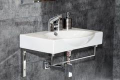 现代白色水槽 免版税图库摄影