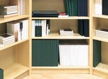 现代的书架 免版税库存照片
