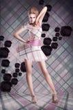现代的艺术 方格的礼服的妇女在抽象背景 免版税库存照片