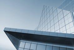 现代的结构 在高科技样式的大厦 免版税库存照片