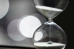 现代的滴漏 时间的标志 读秒 免版税库存照片