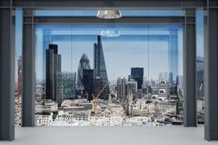 现代空的办公室内部内部空间与伦敦市的 库存照片