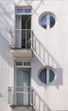 现代建筑学和它的阴影 库存图片